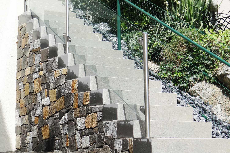 Mauer mit Treppe
